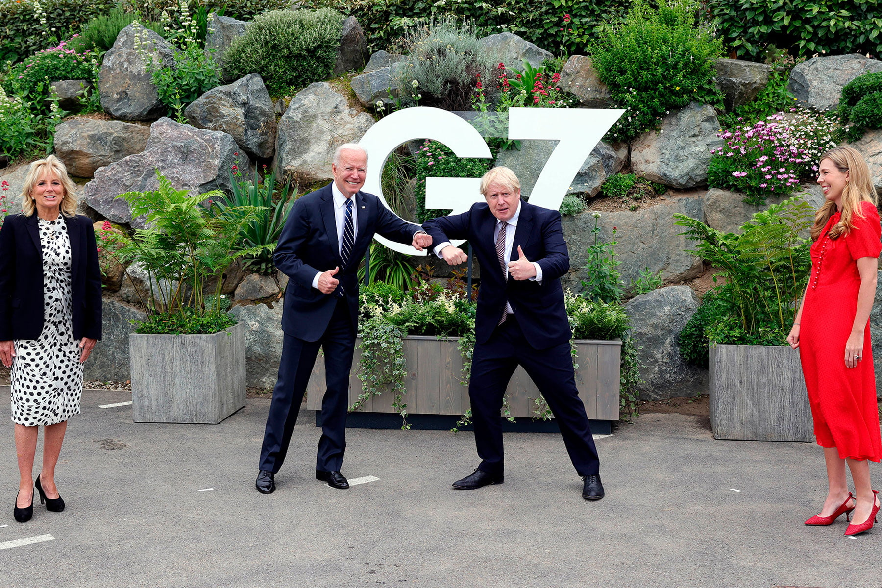 How photos from the G7 summit show the glaring gender authority gap